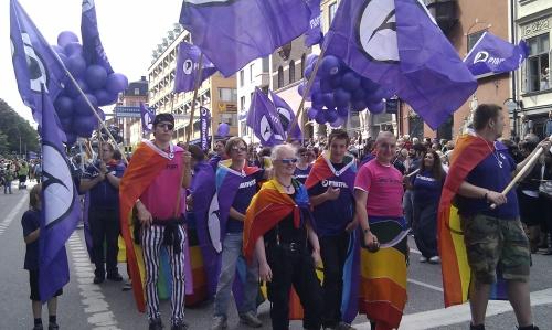 Piratpartiet på Pride. Vi kämpar konsekvent för alla människors lika rättigheter.